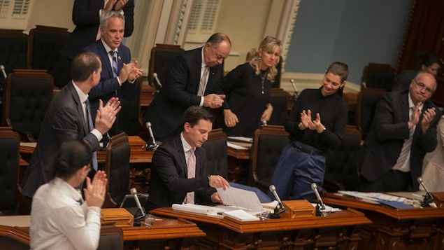 Le projet de loi sur l'immigration adopté après un marathon de 19 heures