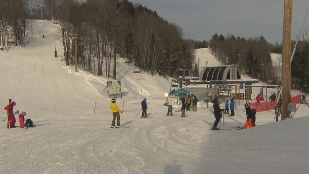 Plusieurs skieurs ont bravé le froid le 29 décembre à la station de ski Vallée du Parc.