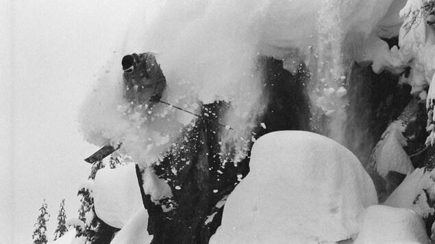 Le skieur Smiley Nesbitt sur les pistes de Whistler Blackcomb