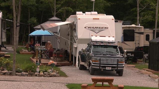 Des roulottes au camping Le Dauphinais à Hemmingford
