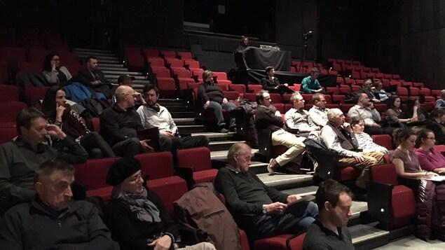 Une quarantaine de citoyens de Saguenay ont assisté à la soirée de consultation de la Ville sur la collecte des matières organiques.
