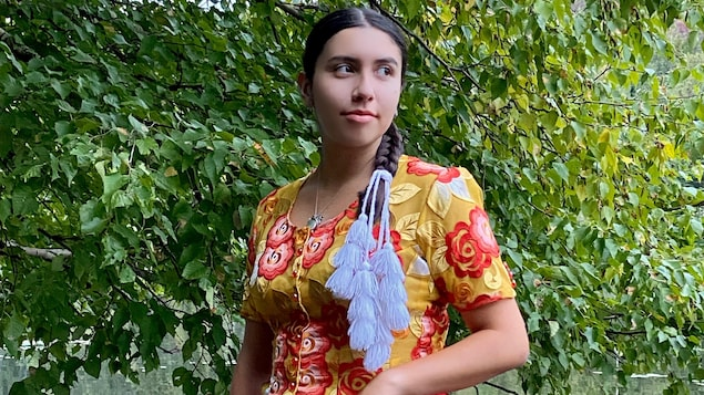 Elle n'a que 19 ans, mais Soledad Orihuela-Bouchard, ici vêtue des habits traditionnels boliviens, a des objectifs et des projets bien définis. Défendre l'identité québécoise, la langue française et faire entendre la voix des jeunes sur la scène politique canadienne.