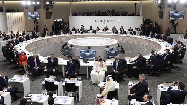 Des chefs d'État réunis autour d'une grande table ronde.