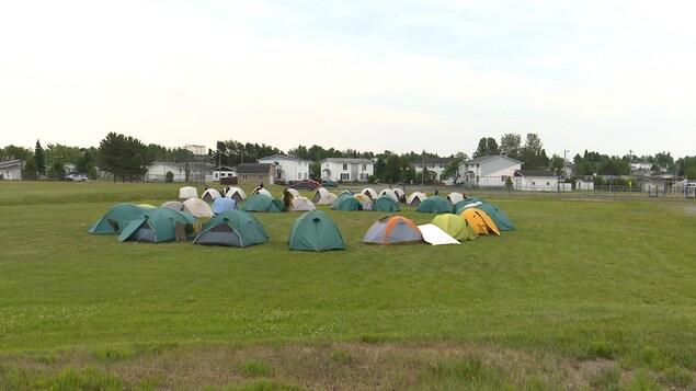 Le campement érigé pour les pompiers de la SOPFEU à Lebel-sur-Quévillon