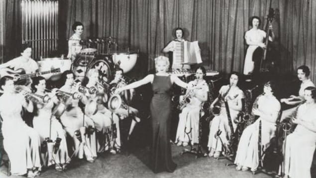 Des femmes dans les années 20 jouent du jazz.