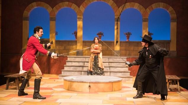 Un homme et Zorro se font un duel devant une femme.
