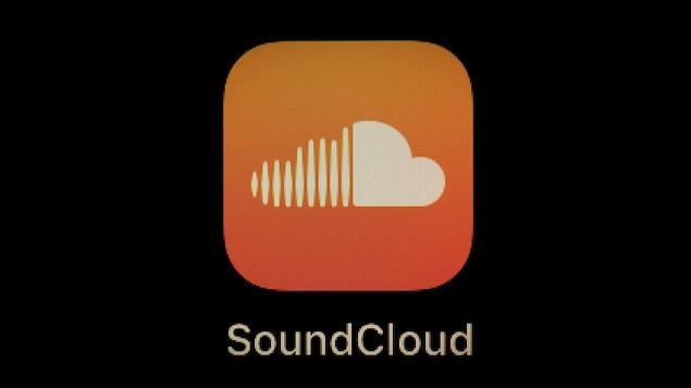 Le logo de la plateforme SoundCloud est affiché sur l'écran d'un téléphone intelligent.