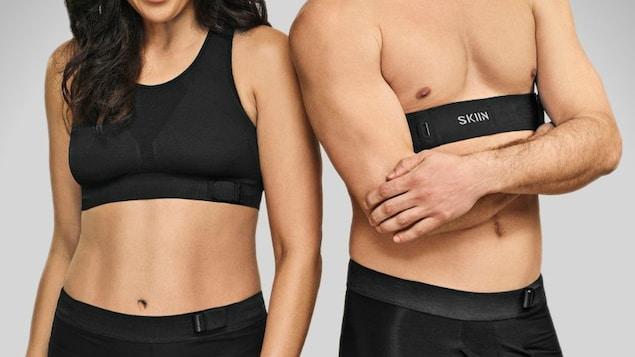 Deux personnes en sous-vêtements.