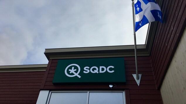La façade de la succursale de la SQDC à Saguenay.