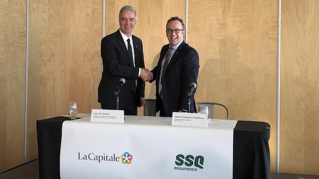 Le président du conseil et chef de la direction de La Capitale, Jean St-Gelais, et le président-directeur général de SSQ Assurance, Jean-François Chalifoux