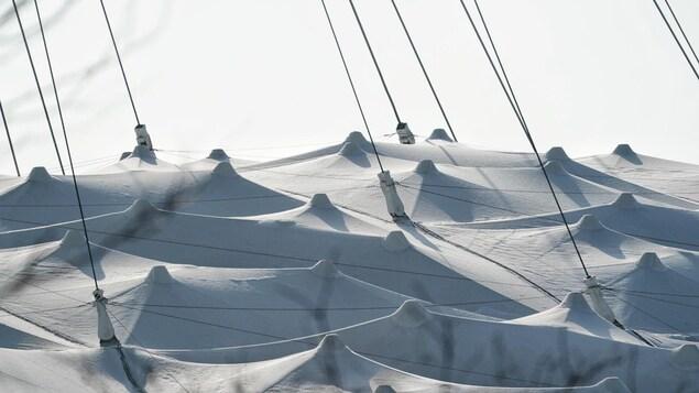 Gros plan de la toiture du stade olympique.