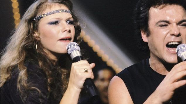 Les chanteurs Martine St-Clair et Robert Leroux interprètent un extrait de Starmania à l'émission Faut voir ça, le 15 décembre 1981.