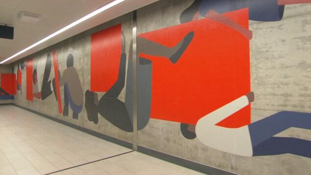 Une murale dans la station Lyon du train léger d'Ottawa.