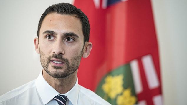 Le ministre ontarien de l'Éducation, Stephen Lecce.