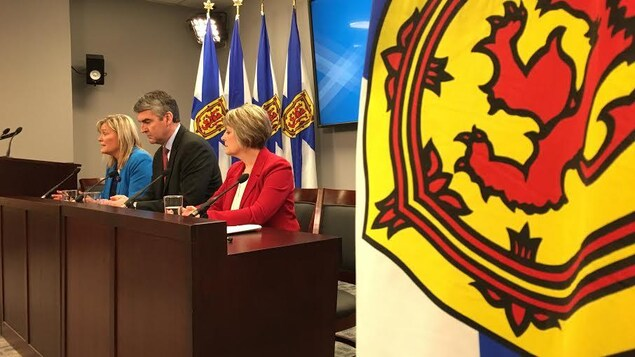 Le premier ministre Stephen McNeil a accepté les 12 recommandations formulées dans le rapport sur la sécurité dans les salles d'urgence de la Nouvelle-Écosse.