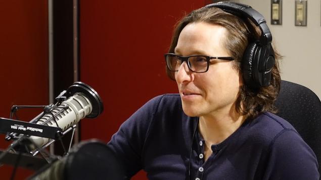Vincent Boudreau en studio radio