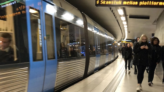 Des usagers du métro de Stockholm.