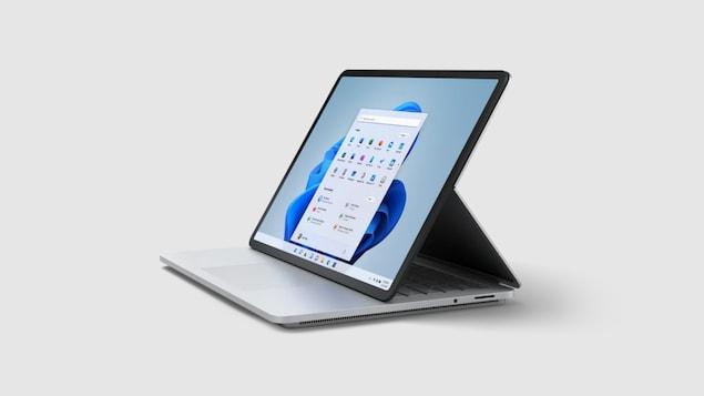 Un ordinateur avec un écran avancé.
