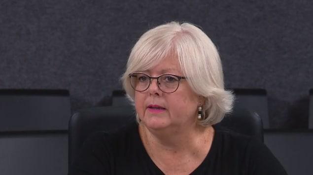 Sylvie D'Amours répond à une question.