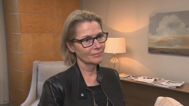 Sylvie Moreault, directrice du programme de soutien à l'autonomie des personnes âgées au CIUSSS de l'Estrie-CHUS, en entrevue à Radio-Canada