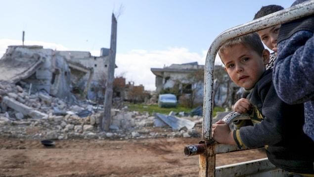 Des enfants évacués en Syrie.