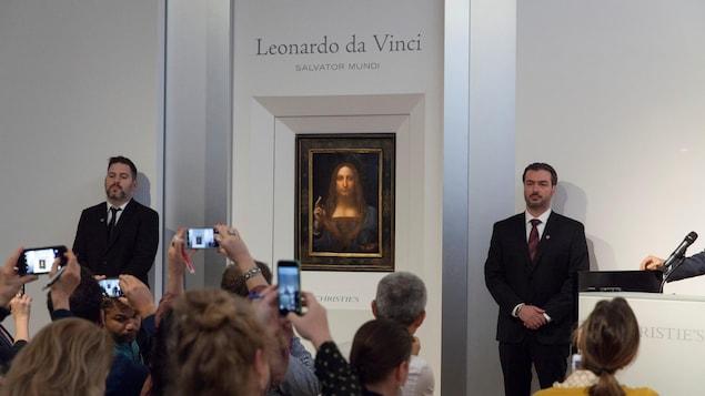 Le tableau « Salvator Mundi », un portrait de Jésus de Léonard de Vinci, a été vendu aux enchères pour 450 millions de dollars américains le 15 novembre, à New York.