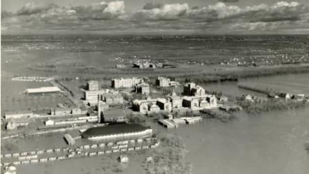 Le campus Fort Garry de l'Université du Manitoba lors de l'inondation de 1950