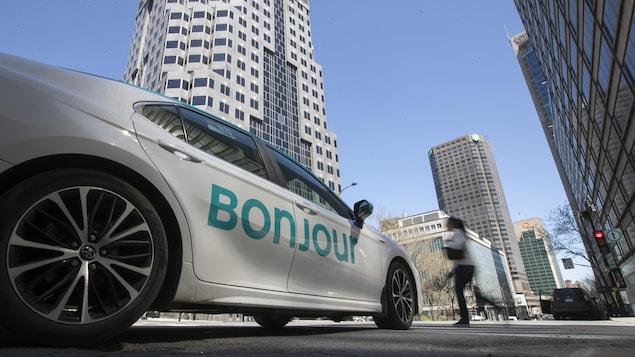 Un taxi au centre-ville de Montréal.