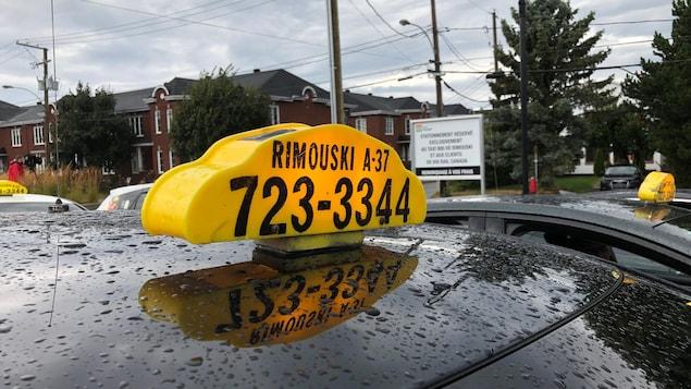 Le toit d'un taxi de Rimouski