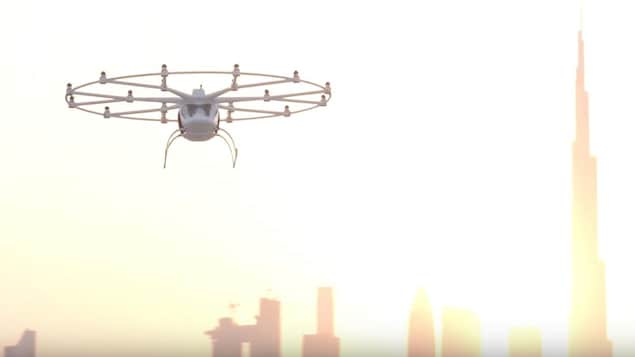Un premier test pour un taxi volant électrique sans pilote a été mené avec succès à Dubaï.