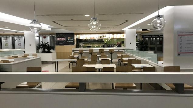 La salle à manger du restaurant Le Subtil dans les tunnels du Complexe G, près de Place Québec. Normalement, l'associé opérateur Sylvaine Néron pouvait servir 125 dîners. Désormais, elle se compte chanceuse lorsqu'elle a dix clients.