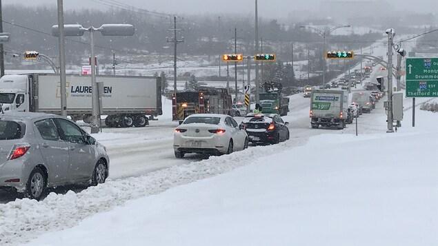 De nombreux ralentissements ont été observés en matinée, mardi, à Sherbrooke.