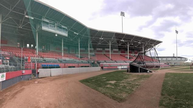 Vue panoramique du stade de baseball de Trois-Rivières