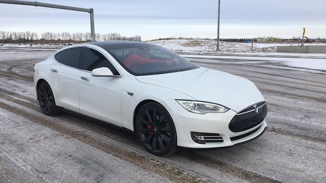 Une photo d'une Tesla