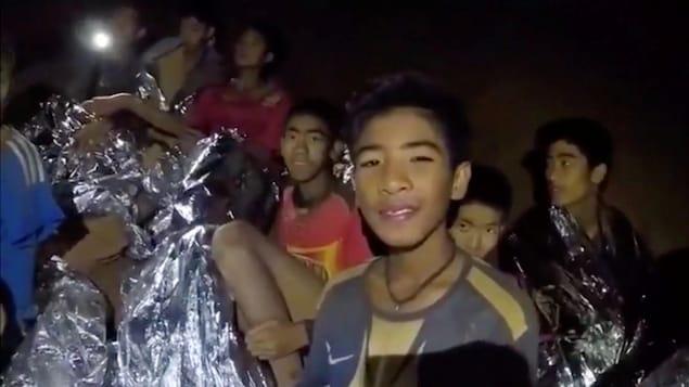 Quelques-uns des 12 enfants retrouvés dans la grotte, en Thaïlande.