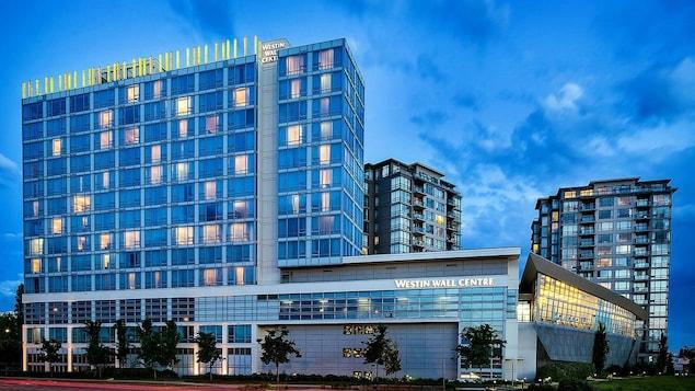 فندق قريب من مطار فانكوفر.