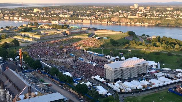La foule sur les Plaines, vue du Concorde