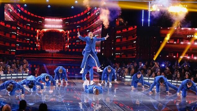 Les danseurs en pleine action.