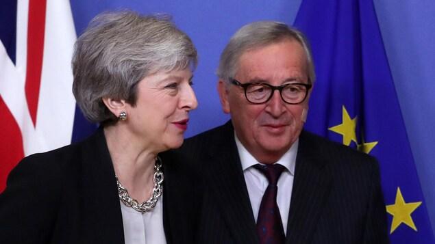 La première ministre du Royaume-Uni Theresa May et le président de la Commission européenne Jean-Claude Juncker à Bruxelles.