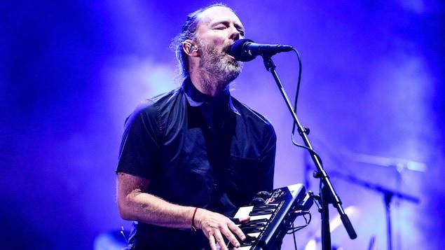Thom Yorke, du groupe Radiohead, sur la scène du festival Coachella, en Californie, le 21 avril 2017