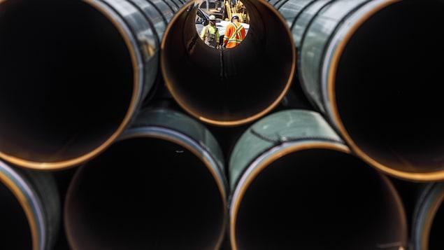 Des tuyaux du pipeline Trans Mountain.