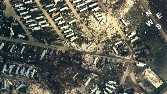 Le parc de maisons mobiles Evergreen dans le nord-est d'Edmonton après le passage de la tornade en 1987.