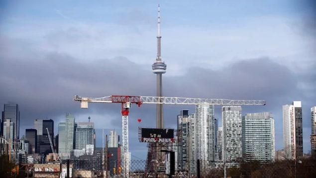 Toronto avec une grande grue.