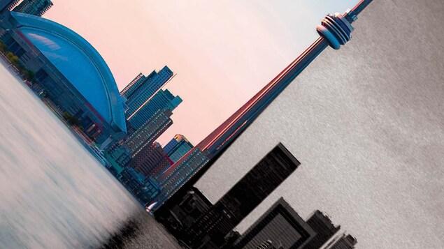 Photo du ciel du centre-ville de Toronto divisé par la tour CN, un côté de la photo est noirci.