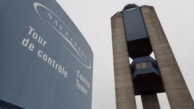 Le poste de contrôle est situé tout en haut de la tour.