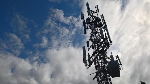 Une antenne de téléphonie cellulaire à Horseshoe Bay en Colombie-Britannique