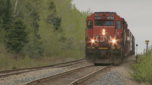 Une locomotive sur un rail