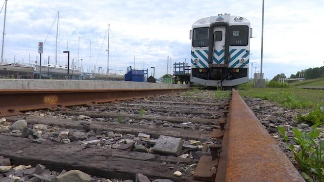 Le train touristique l'Amiral demeure en gare en raison du mauvais état du rail gaspésien