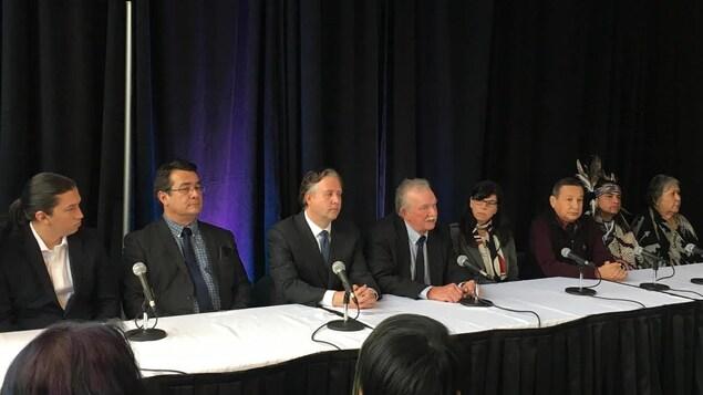 Des leaders opposés à l'expansion du pipeline Trans Mountain.