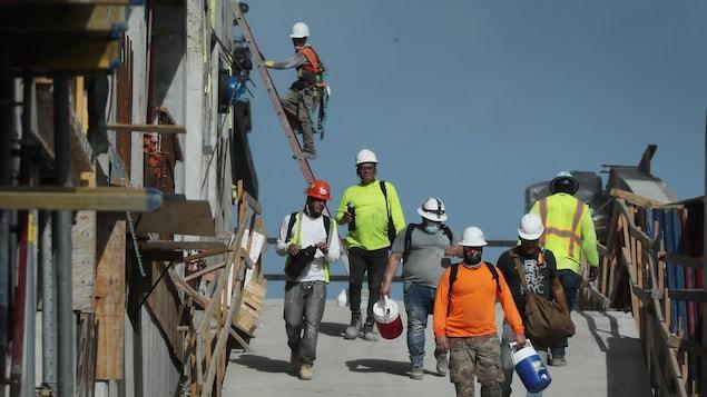 Des ouvriers du bâtiment.